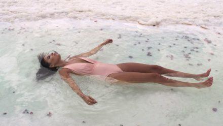 dead-sea-floating-girl