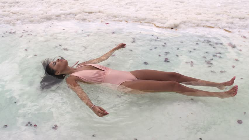 dead-sea-floating-girl